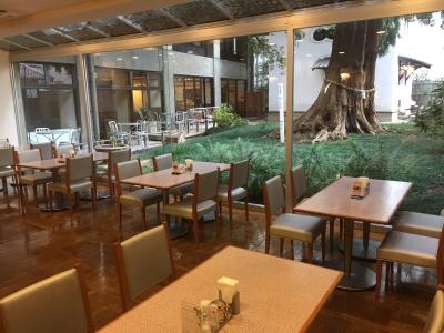 大阪・豊中にある1948年創業のホテルで、レストラン・宴会スタッフを募集!