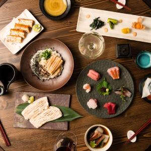 日本全国から取り寄せた国産食材で丁寧に作った和食をご提供。日本酒やワインが豊富です。
