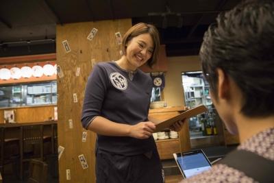 【今だけ!入社祝い金20万円】東証マザーズ上場企業が運営する焼き鶏居酒屋。前職の給与と同等かそれ以上を保証!働きやすい環境づくりに積極的◎