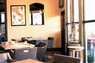 店舗ごとに、お客様にとって心地の良い空間をつくっています。