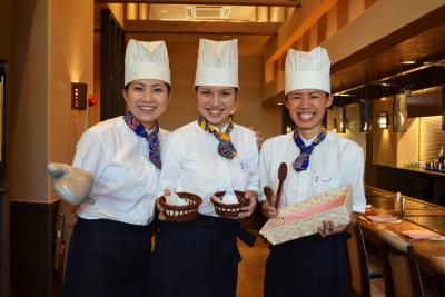 沖縄で人気の鉄板焼ステーキ店で、ホールスタッフを募集。