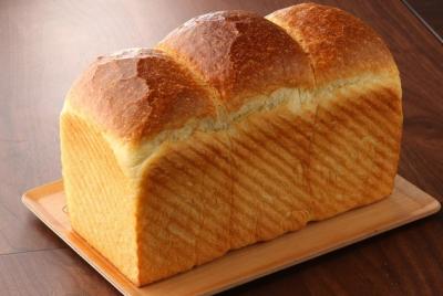 自然放牧牛の原乳の風味を最大限にいかしたもちもちの食パンが看板メニュー