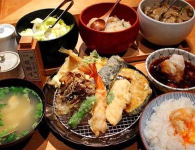 お弁当と天ぷら、お惣菜のお店で、店舗スタッフを募集します。