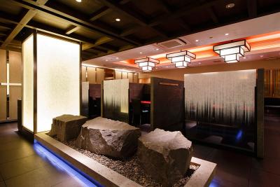 居心地の良い、上質な空間が自慢。接待に重宝する個室も豊富にご用意しております。
