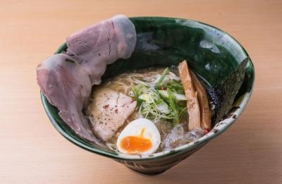 白湯スープ&タピオカ粉煎りオリジナル麺が人気の塩ラーメン