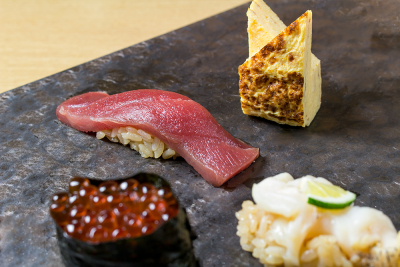 細やかな心遣い、世界に通じる仕事ぶりで五感を刺激し、鮨の美味さを楽しんでもらいます