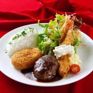 料理を極めたい人には、日本料理の著名な先生による、先生と生徒の枠を越えた調理会も実施しています
