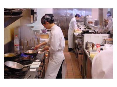 JR「ひたち野うしく駅」から車で20分。自然に囲まれたオシャレなイタリアンレストランでのお仕事です!
