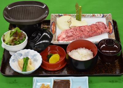 和洋会席、宴会、ホテル内レストランでのビュッフェなどの調理をおねがいします。