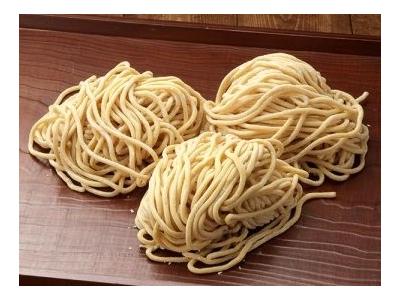 ラーメンは特許取得のオリジナル麺とこだわりスープが自慢。