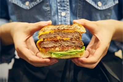 ハンバーガーももちろん和牛100%。お肉の味をしっかりと感じられます。