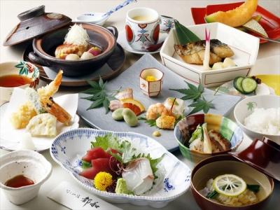 日本各地や外国からのお客様、修学旅行生などへ、日本料理でおもてなしを。