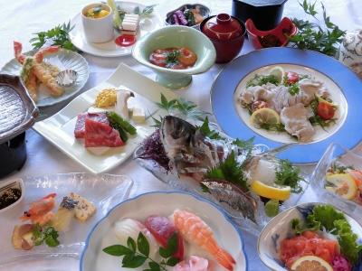 海の幸と里山の幸をバランスよく揃えた料理を提供しています