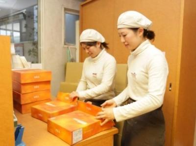 接客・販売のほか、ケーキの箱詰めや包装などもお願いします。作業は先輩スタッフが丁寧に教えます。
