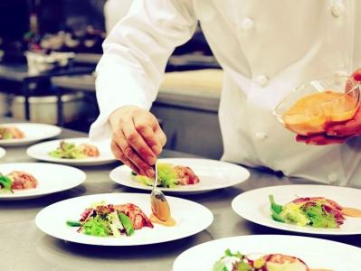新郎新婦の新たな門出をお料理で演出する、夢のあるお仕事です。