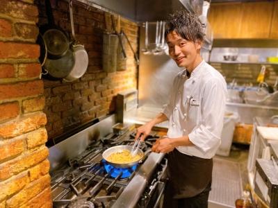 西新宿を中心に個性豊かな飲食店を7店舗展開中!調理・接客を担う店舗スタッフを募集。