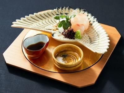 技術や知識は、日本料理店で修業を積んできた店主をはじめ、ソムリエ資格を持つスタッフなどからも学べる。