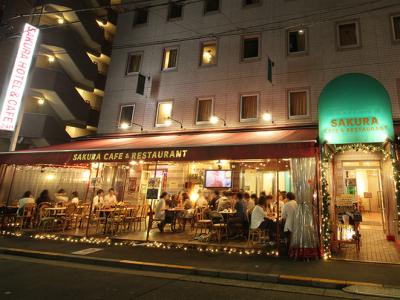 世界100カ国以上のお客さまが訪れるホテルに併設されているカフェ。