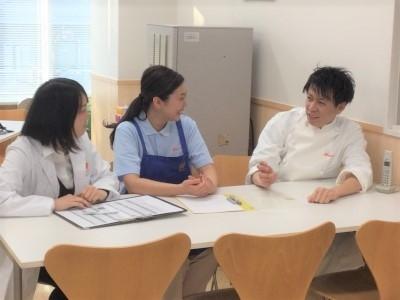 栄養士同士が集まり、お互いにスキルを磨く「栄養士会」を実施しています。先輩のサポート体制も万全!