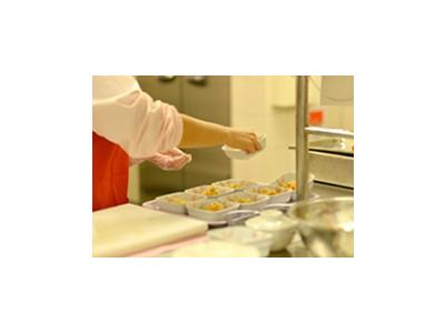 大量調理ならではのスキルが身につきます!味や加熱にバラつきがないように、繊細な調整が必要です。