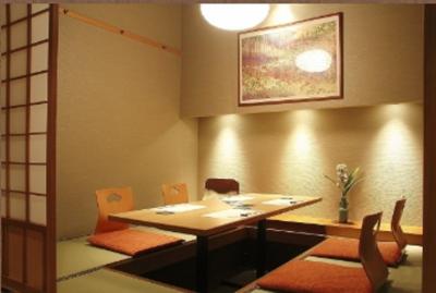和装ホールスタッフとして、きめ細やかおもてなしでお客さまをお迎えください。