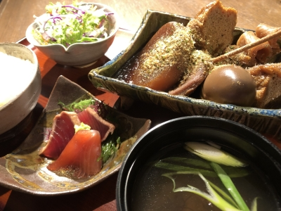 母体は、静岡県で塩辛や海産物の製造・販売を手掛ける会社。ネット販売や催事への出店もしています。