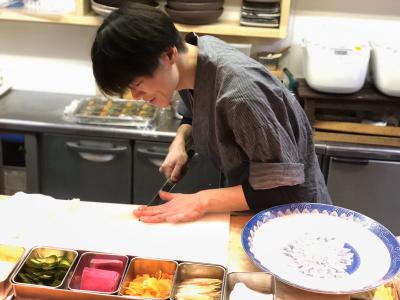 『海鮮居酒屋 ふじけん』は、素材の新鮮さが味わえる「刺身の盛り合わせ」などが人気。