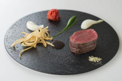 シェフの地元でもある九州の食材をふんだんに使用し、細部までこだわり抜いたフランス料理をご提供
