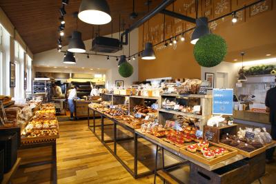 毎月の新商品や、季節に合わせたパンも開発し提供。バイトデビュー歓迎します♪