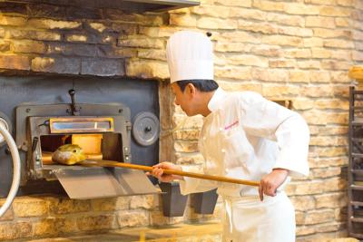 パンに魅せられたスタッフたちが、日々こだわりのパンを作っています。