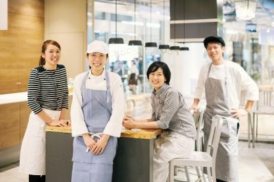 複合施設内のレストラン&デリカフェで、サービスマネージャーを募集します