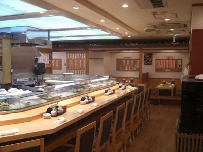 「うまい鮨勘銀座二丁目店」。落ち着いたイメージでお客様をお迎えしています。