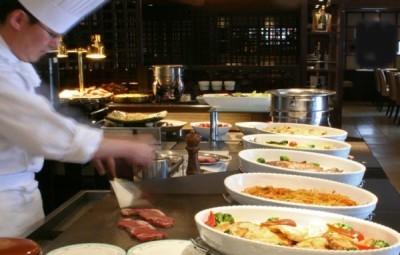 ベテランのシェフのもと、イチから調理技術をしっかり学べます。あなたのエントリーをお待ちしております。