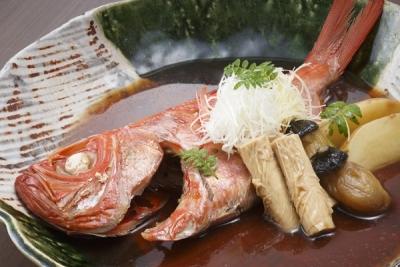 地元の食材を中心に使った、和洋中の料理をご提供しています。