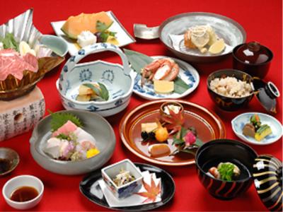 広々とした日本庭園を持つ、本格懐石料理店で、和装ホールスタッフを募集。