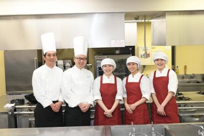 大阪、京都、兵庫、愛知、滋賀エリアの有料老人ホームなどで、調理スタッフを募集!
