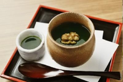 日本茶だけでなく、抹茶入りのビール&カクテルやお茶スイーツ、健康的な和食など、メニューが豊富です☆