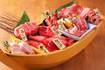 働くときは一生懸命!安全で上質なお肉を提供していますヨ。