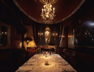 シャンデリアが煌めくゴージャスな隠れ家レストランでキッチンスタッフを募集