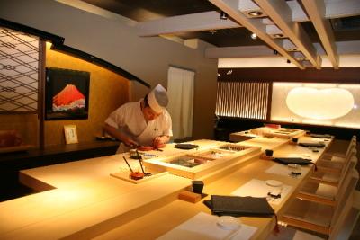 高級業態の銀座鮨正では更なる技術と味を追求。