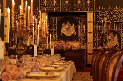 ヨーロッパの古城を移築・復元した観光施設。荘厳な雰囲気が漂う館内です