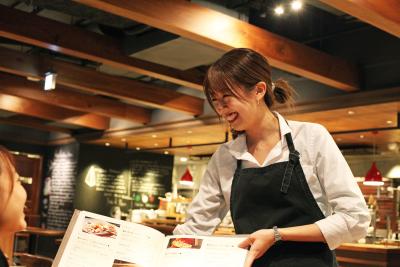 将来はアシスタントマネージャー、マネージャーに昇格。責任者としてお店の運営全般をおまかせします!