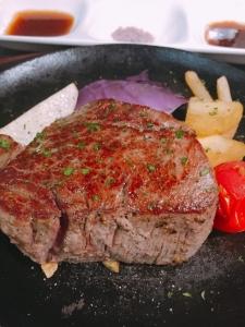 大阪・堺にある「ステーキ&ワインバル」で、キッチンスタッフを募集します!