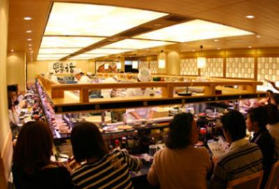 行列ができる人気回転ずし店!都内の6店舗でホールスタッフを募集。