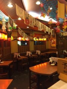 大山焼き鶏串や焼き豚串、肉巻串など全部で50種類もの串焼きを取り揃える焼き鳥店です。
