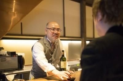 マスターソムリエのオーナーからプロのサービスと豊富なワインの知識が学べる環境です。