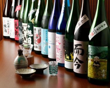日本酒の知識は、少しずつ身につけていきましょう!勉強会も開催しています。店内の日本酒は全て試飲OK◎
