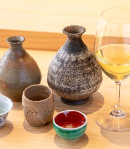 約350年の歴史と伝統をもつ大樋焼を中心に、作家物の器を取り入れています。