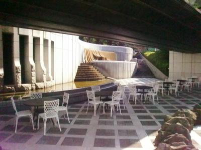 砧(きぬた)公園内にあるカフェ◎四季折々の自然を感じながら働けます。