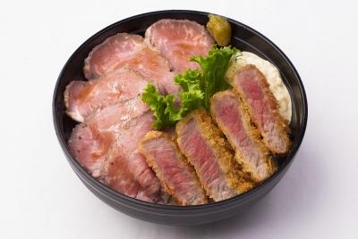 メニューはすきやき丼やローストビーフ丼など数種類なので、調理もすぐに慣れます